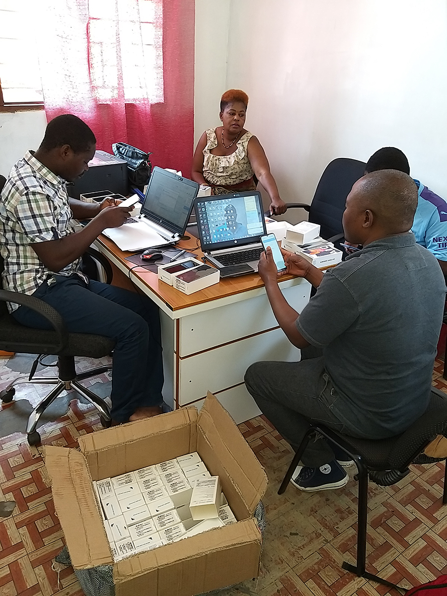 The Red Cross team prepares the smartphones for data collection